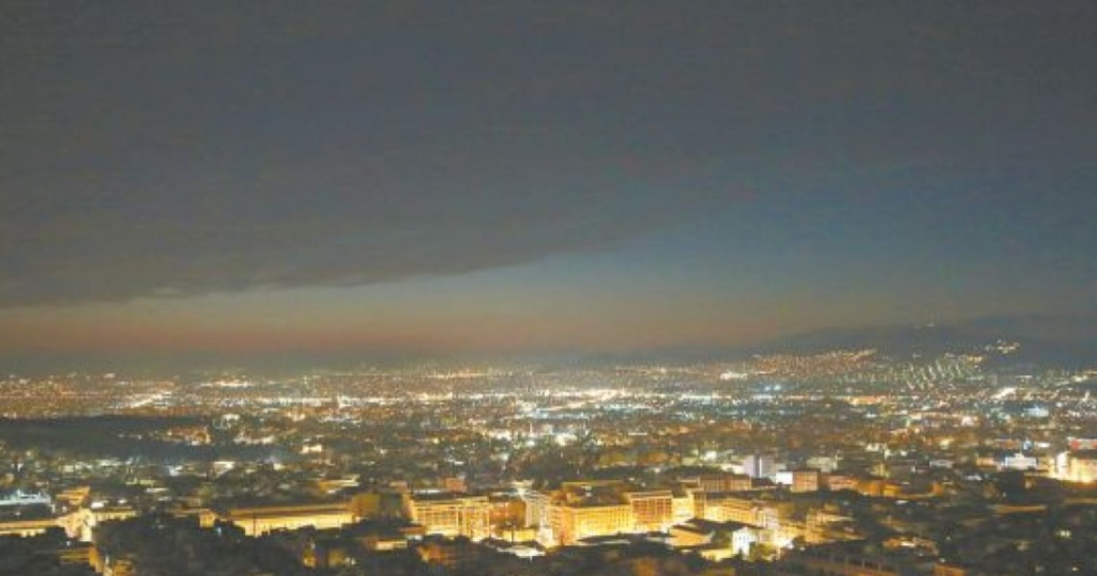 Αιθαλομίχλη «πνίγει» την Αθήνα